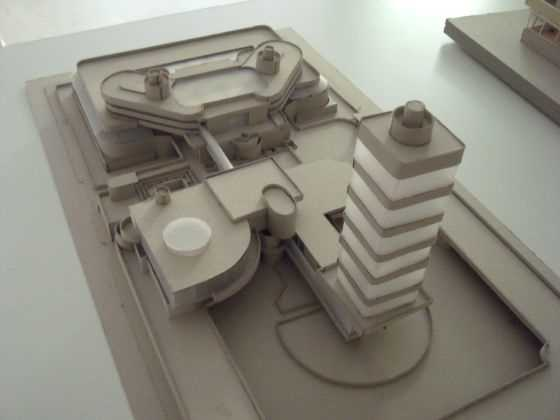 "Frank Yoyd Right. Jhonson Wax. USA. 1936-1950.  Fuente: exposición ""Microarquitecturas: volúmenes en composición"""