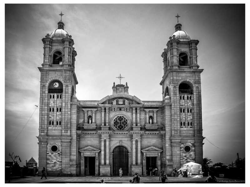 Catedral de Tacna. Fuente: lucesysombras.com