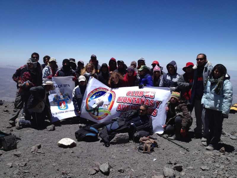 Grupo de montañeros al completo en la cumbre.  Fuente: elaboración propia.