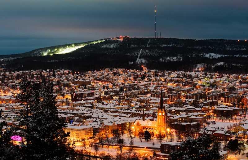 Vista nocturna de Sundsvall, Suecia. Fuente: jotdown.es