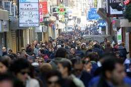 Calle Mesones de Granada, muy concurrida. Fuente: ideal.es