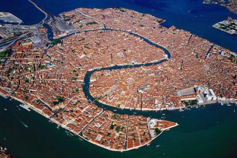 Venecia desde el aire. Fuente: jotdown.es