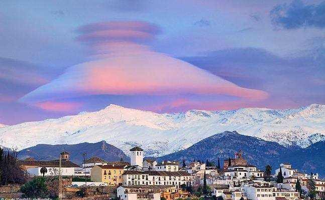 Nubes lenticualres sobre el Veleta. Fuente: NASA