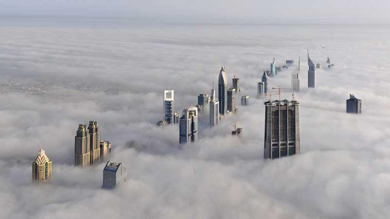 Rascacielos de Bubai asomando entre las nubes. Fuente: jotdown.es