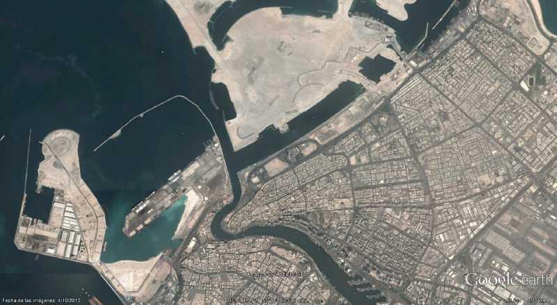 """Dubai, una """"ciudad"""" con ansias de mar. Fuente: Google Earth"""