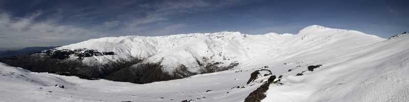 Vista panorámica desde el refugio del Poqueira, Sierra Nevada. Fuente: komandonorte.homelinux.com
