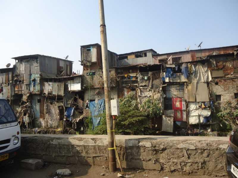 Suburbio de Dharavi. Fuente: panoramio.com