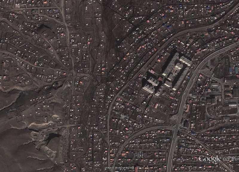 Vista area  de los contrastes urbanísticos de Ulán Bator. Fuente: Google Earth.