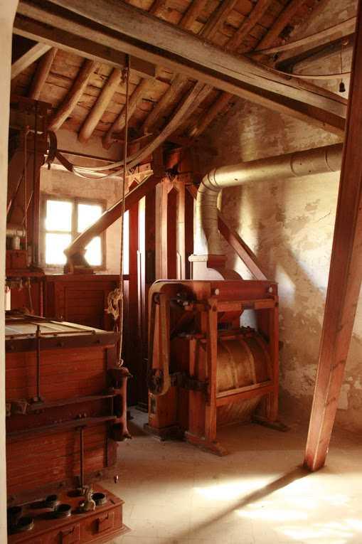 Interior de la Fábrica de Harinas la Purísima, donde se puede apreciar el excelente estado de conservación de la maquinaria. Fuente: www.fcalapurisima.com