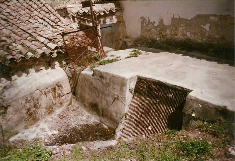 Entrada de agua a la fábrica que evitaba el acceso de elementos sólidos que pudieran dañar la maquinaria. Fuente:www.fcalapurisima.com