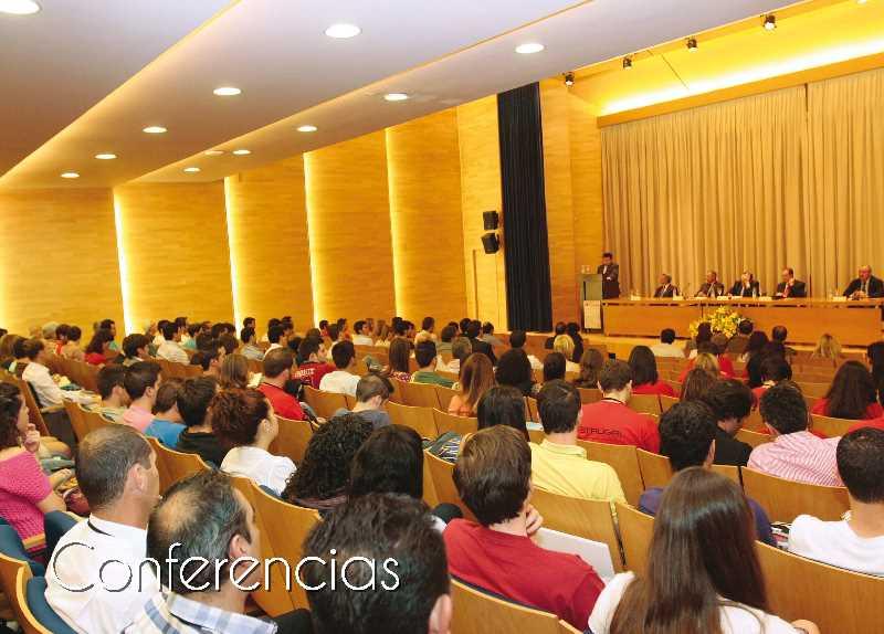 Conferencias en el Salón de Actos. Fuente: coaatgr.es