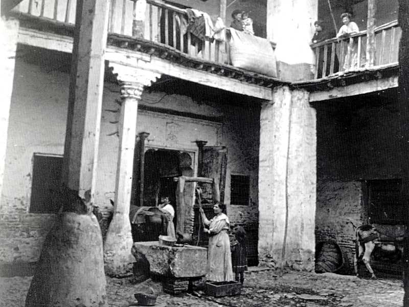 1900 CASA DE LAS CAMPANAS. Fuente: Torcuato Fandila