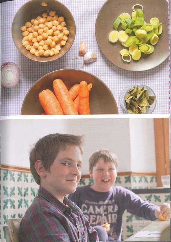 """Las frutas y verduras son alimentos diarios en la dieta de estos escolares. Fuente: """"Comedor ecológico…niñ@s felices"""""""
