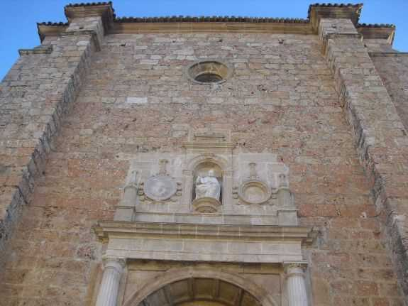 resized_Portada restaurada y resto de fachada