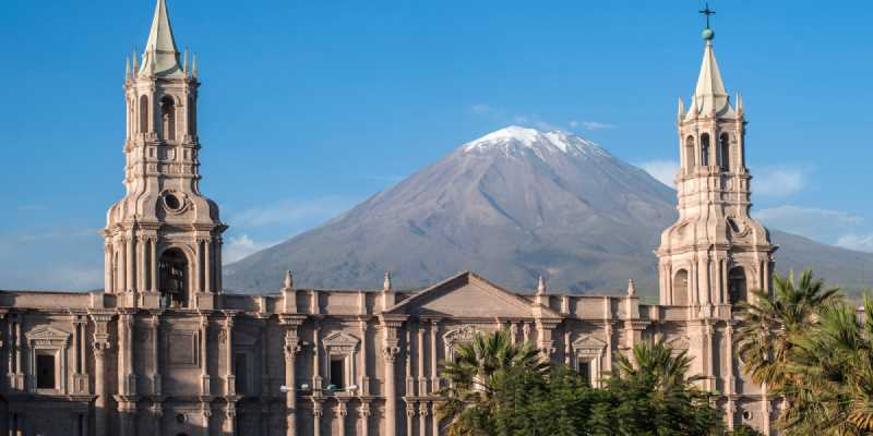 Volcano El Misti overlooks the city Arequipa in southern Peru. Arequipa is the capital city of the Arequipa Region in southern Peru, it is the second most populous city of the country. Arequipa lies in the Andes mountains, at an altitude of 2,335 meters (7,661 ft) above sea level; the former snow-capped volcano El Misti overlooks the city.