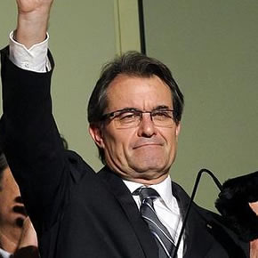 Artur Mas saluda a sus simpatizantes