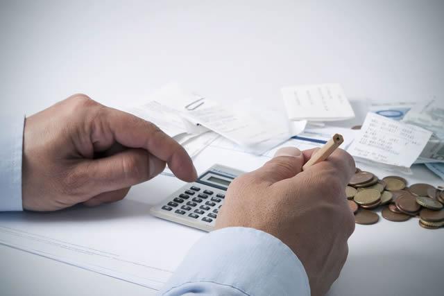 Una correcta planificación de sus gastos es vital para llegar a fin de mes. :: AGENCIAS
