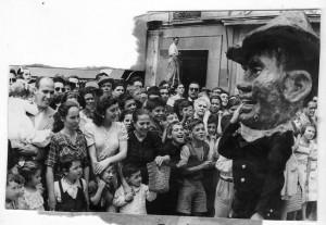 En el desfile de la Tarasca. Fecha desconocida. Torres Molina/Archivo de IDEAL
