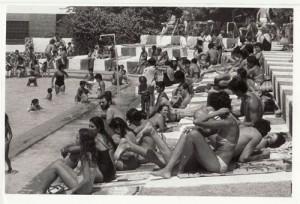 Ambiente en una piscina de la Carretera de la Sierra. Julio Pedregosa 9 de agosto de 1982