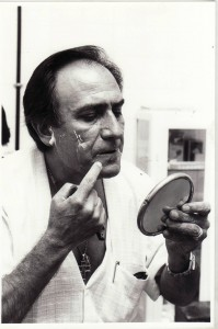 Manolo Escobar se prepara para el concierto que ofreció en el Paseo de los Tristes. Julio de 1988. Alfredo Aguilar
