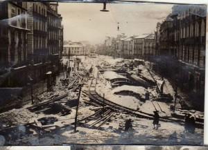 La nieve cubre las obras de remodelación del entorno de Puerta Real en enero de 1941. Torres Molina/Archivo de IDEAL