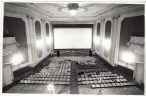 Trabajos para desmontar el patio de butacas del cine Granada. Noviembre de 1983. González Molero/Archivo de IDEal