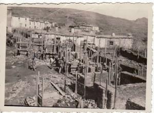 Obras del grupo escolar,  viviendas para maestros e iglesia en Pitres.  Año 1942. Torres Molina/Archivo de IDEAL
