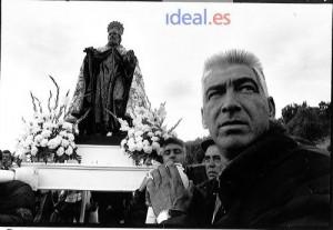 Procesión de San Antón en Monachil para pedir al santo que nieve para poder celebrar los campeonatos del mundo de Sierra Nevada. 18 de enero de 1995 Ramón L. Pérez /Archivo de IDEAL
