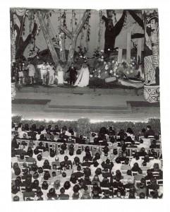 y también teatro Como 'Sueño de una noche de verano' dirigido por Pepe Tamayo con Asunción Balaguer en el escenario del Carlos V el 21 de junio de 1946 /Torres Molina