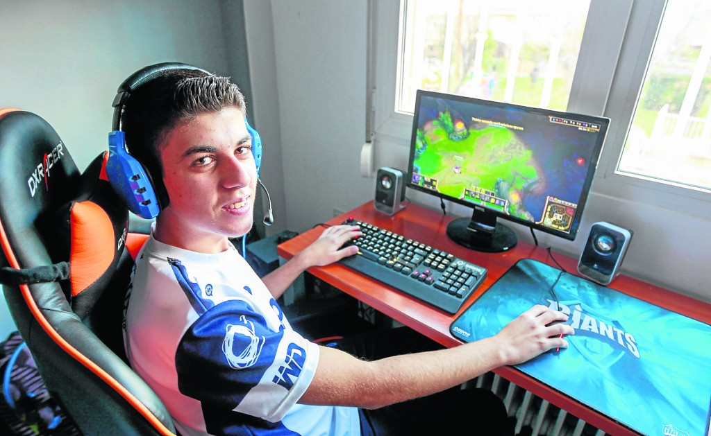 JORGE CASANOVAS JUGADOR DEL JUEGO LEAGUE OF LEGENDS. FOTO: ALFREDO AGUILAR